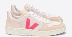 Veja Beige nubuck sneaker met roze detail V10